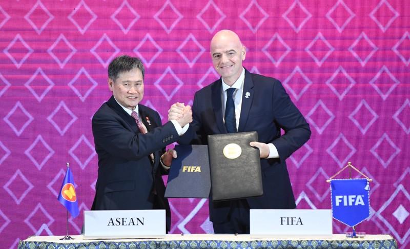 Người thừa Quỷ đỏ lập kỷ lục ở Inter; FIFA và ASEAN ký ghi nhớ - ảnh 1