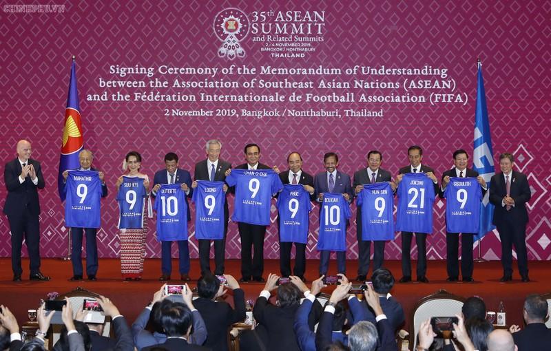 Người thừa Quỷ đỏ lập kỷ lục ở Inter; FIFA và ASEAN ký ghi nhớ - ảnh 2