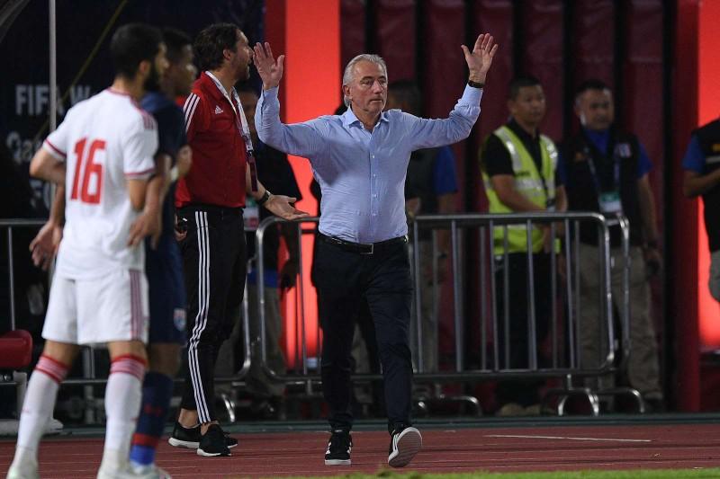 Đồng hương thầy Park là HLV hay nhất V-League; UAE gặp rắc rối - ảnh 1