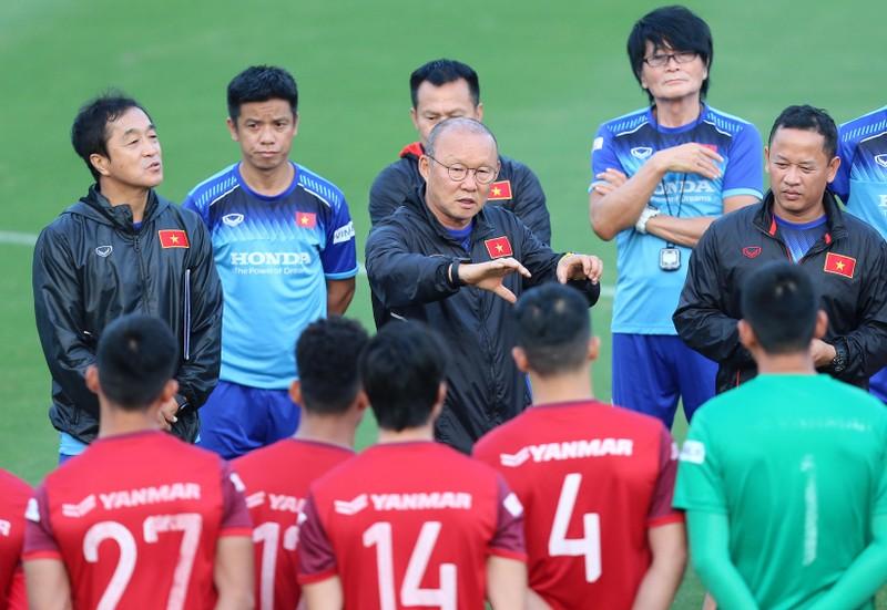 Đồng hương thầy Park là HLV hay nhất V-League; UAE gặp rắc rối - ảnh 2
