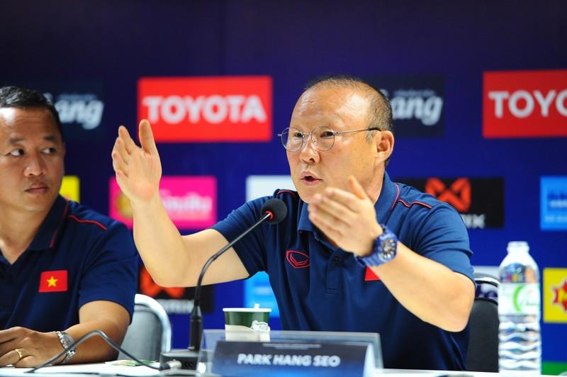 Thầy Park cấm Thái Lan ghi hình Việt Nam; Wenger tố cáo Bayern - ảnh 1