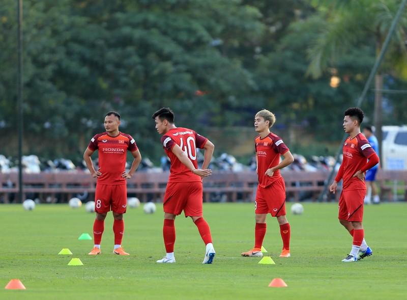 Thầy Park cấm Thái Lan ghi hình Việt Nam; Wenger tố cáo Bayern - ảnh 2