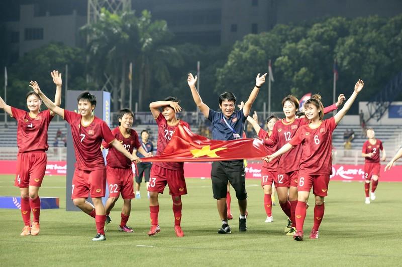 Tuyển nữ Việt Nam 'mở đường' đến World Cup; Man City đầu hàng - ảnh 2