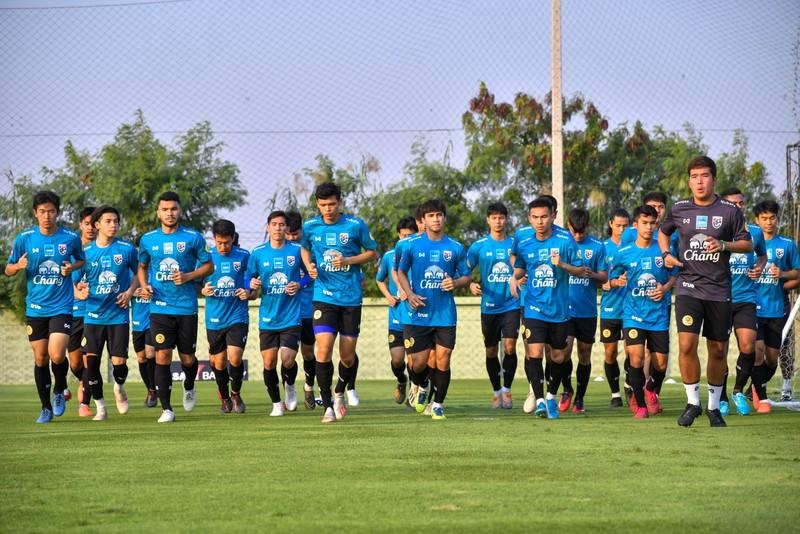 Lương của Văn Hậu là bất hợp lý; U-23 Thái Lan mất 'thần đồng' - ảnh 6