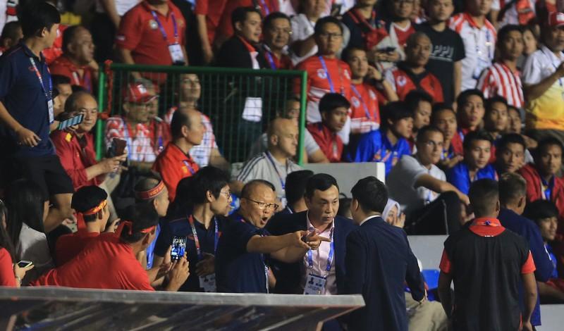 Ông Park bị phạt, ai nộp 5.000 USD?; Indo quyết đấu Thái Lan - ảnh 2