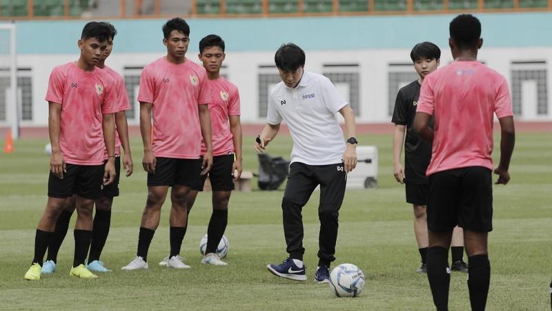Ông Park bị phạt, ai nộp 5.000 USD?; Indo quyết đấu Thái Lan - ảnh 3
