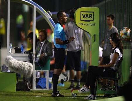 Vì sao tuyển nữ giao hữu với đội nam; Indo được cấp phép VAR - ảnh 3