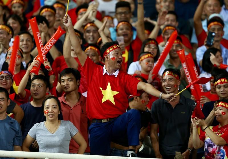 Giao hữu Việt Nam - Kyrgyzstan có CĐV; CĐV dính COVID-19 - ảnh 1