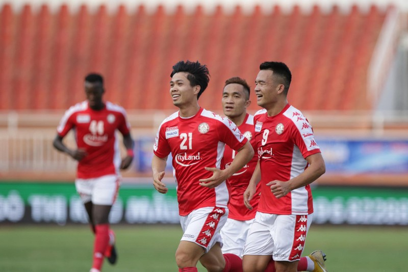 V-League 'sáng đèn' trên sân không CĐV; AFC tiếp sức Việt Nam - ảnh 1