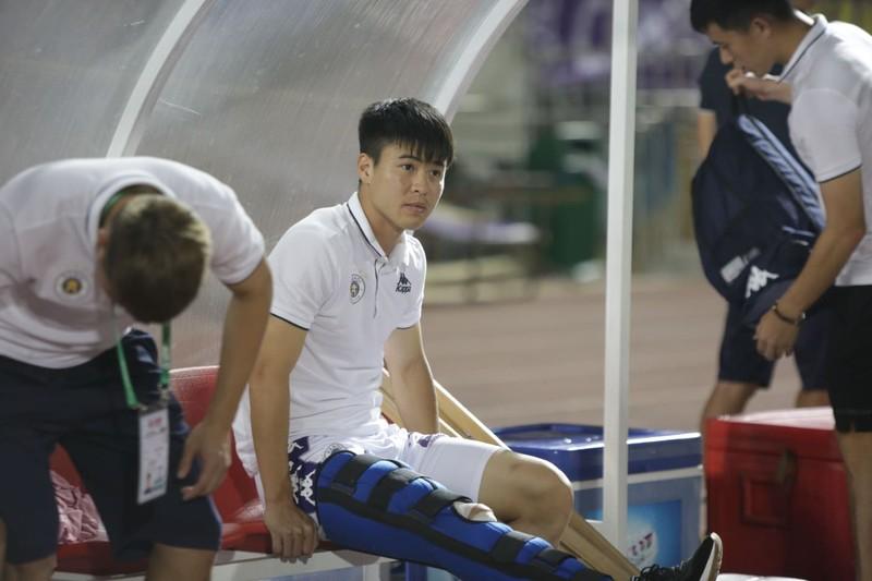 Duy Mạnh tập hồi phục với bác sĩ Choi; Chelsea chống COVID-19 - ảnh 1