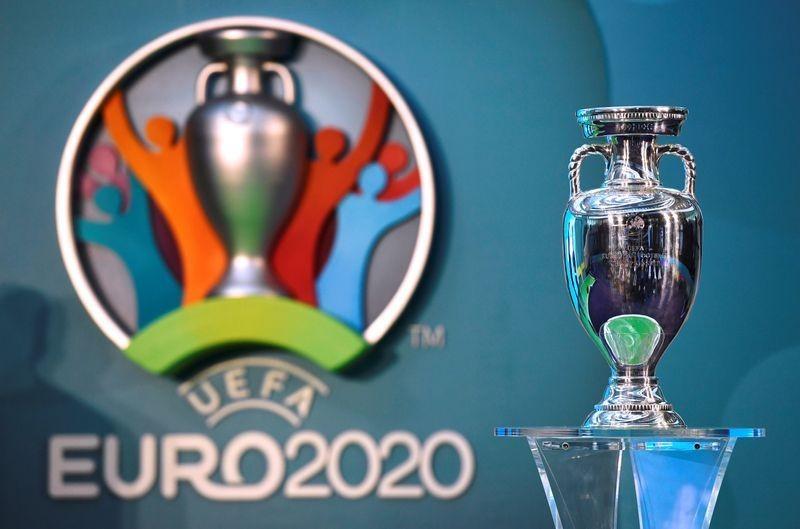 Văn Lâm sắp rời Thai-League; UEFA phán quyết về EURO - ảnh 4