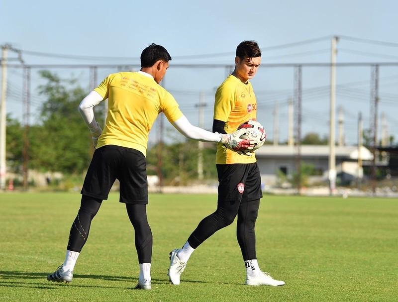 Văn Lâm sắp rời Thai-League; UEFA phán quyết về EURO - ảnh 1