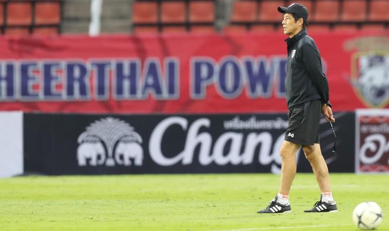 HLV Nishino bị giảm 50% lương; tiết lộ lý do Văn Lâm dự bị - ảnh 3