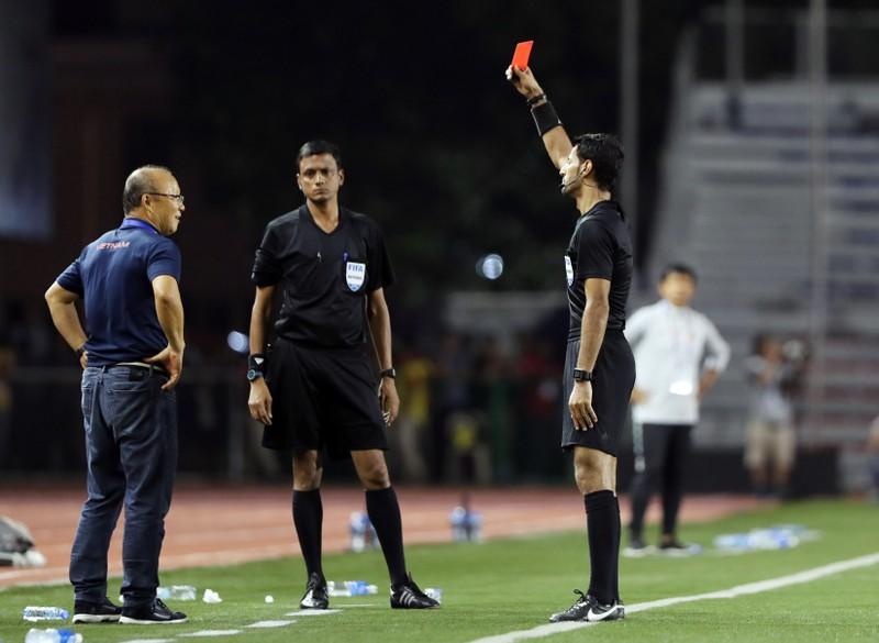Không cấm thầy Park chỉ đạo AFF Cup; FIFA ra tay cứu 'dịch' - ảnh 1