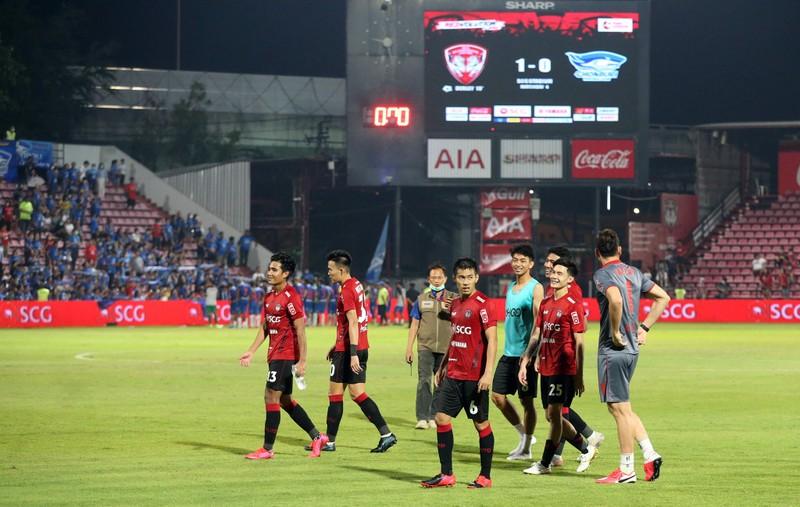 Văn Lâm bị động vì Thai-League, cầu thủ tiêu cực đấu hạng Nhất - ảnh 5