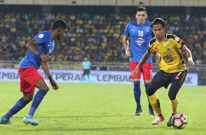 Cầu thủ Mã làm shipper mùa dịch; Việt Nam có bản quyền AFF Cup - ảnh 1