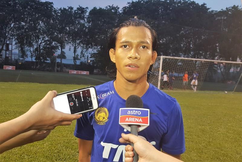 Cầu thủ Mã làm shipper mùa dịch; Việt Nam có bản quyền AFF Cup - ảnh 2