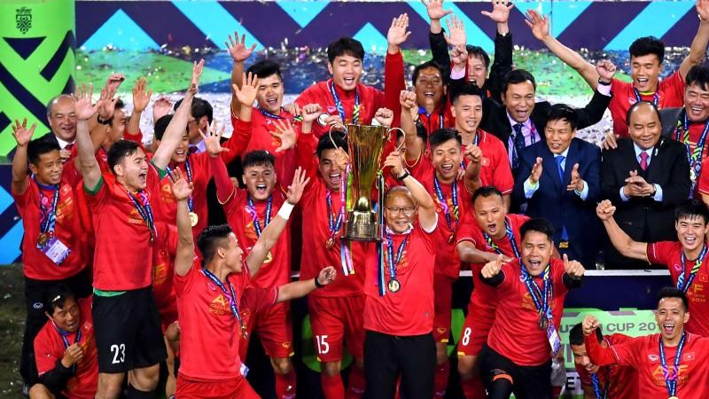 Cầu thủ Mã làm shipper mùa dịch; Việt Nam có bản quyền AFF Cup - ảnh 5