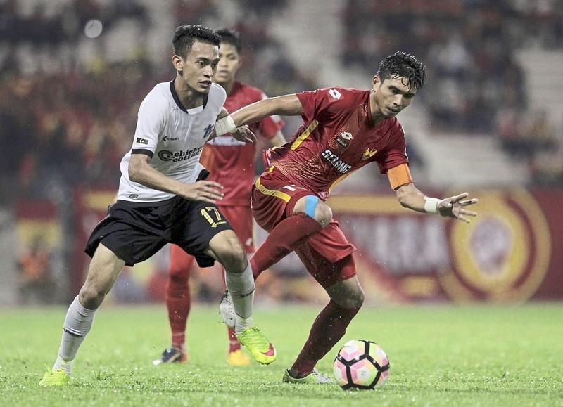 Cầu thủ bỏ bóng đá làm ngư phủ; Thể thao Indo bị tố tham nhũng - ảnh 1