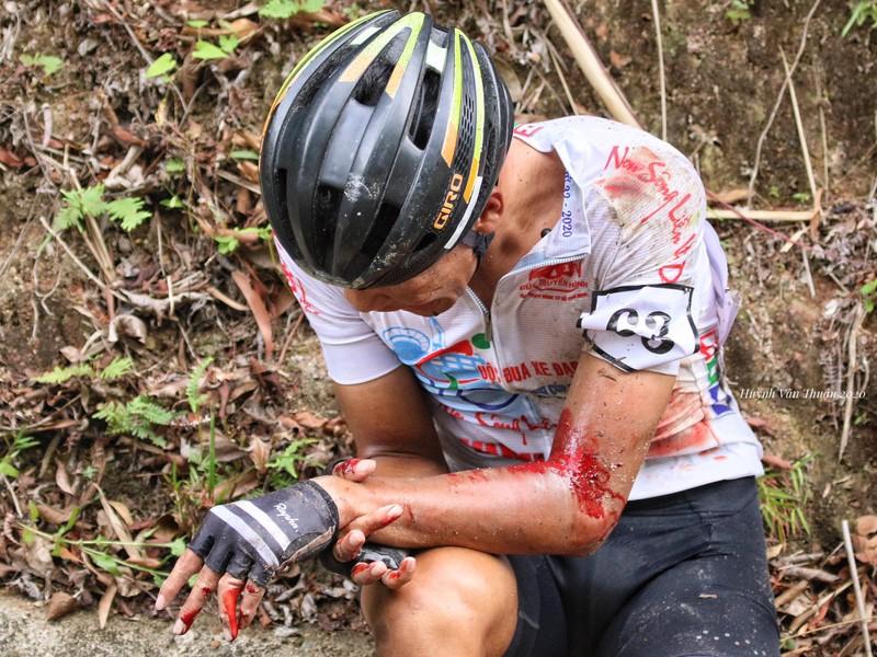 Nhiều tay đua nhập viện sau sự cố đổ đèo Le - ảnh 3