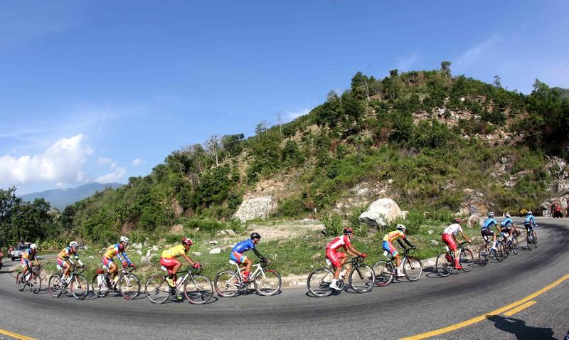 """Đội xe đạp TP Hồ Chí Minh đoạt cú """"ăn 5"""" sau đỉnh đèo Prenn - ảnh 1"""