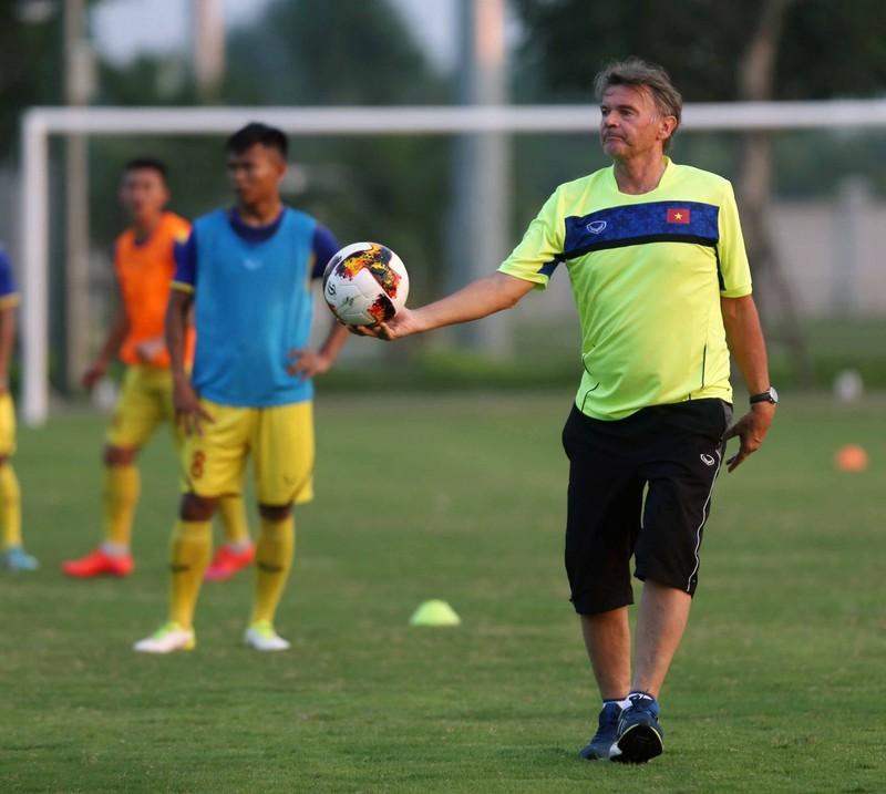 Tuyển Indonesia 'buông' AFF Cup; AFC vinh danh HLV Troussier - ảnh 3