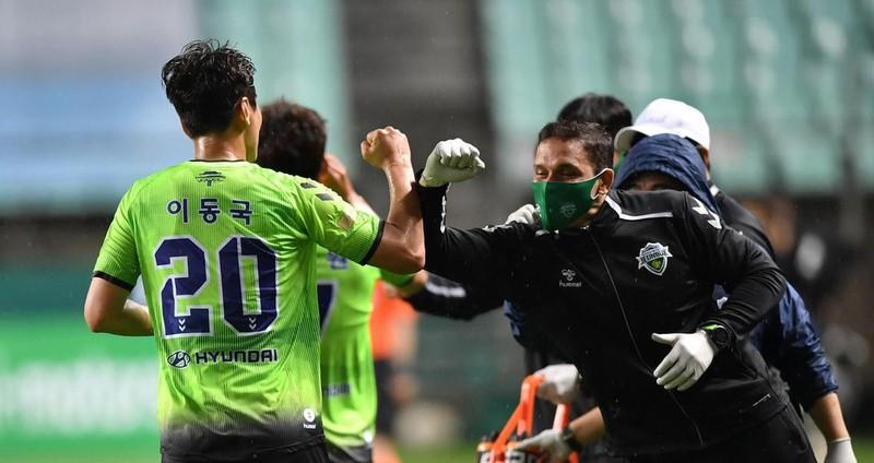 Hà Nội FC được vinh danh; Bóng đá Hàn Quốc mở cửa đón CĐV - ảnh 2