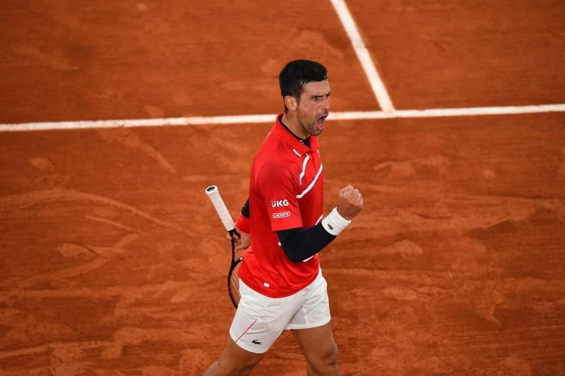 Djokovic hổ thẹn vì tiếp tục đánh bóng trúng trọng tài - ảnh 3