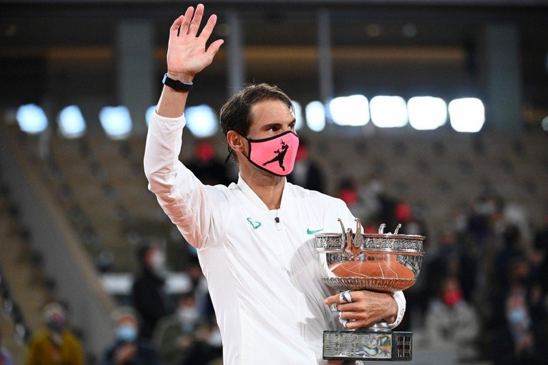 Djokovic thảm bại, Nadal đứng ngang hàng với Federer - ảnh 1