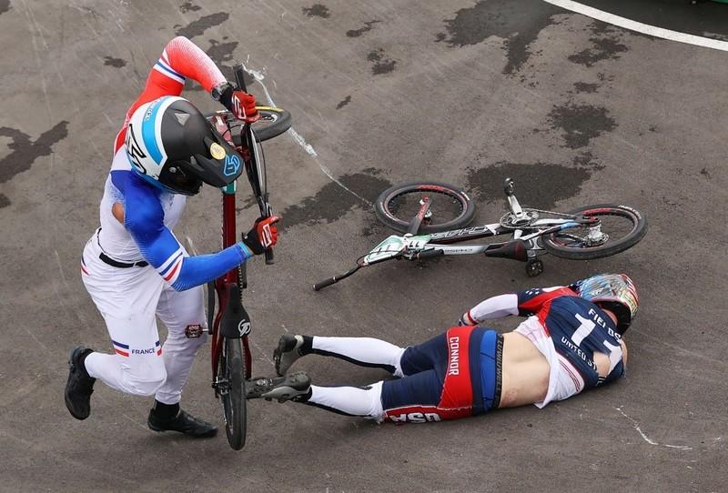 Tay đua Olympic té xuất huyết não và được chăm sóc đặc biệt - ảnh 4