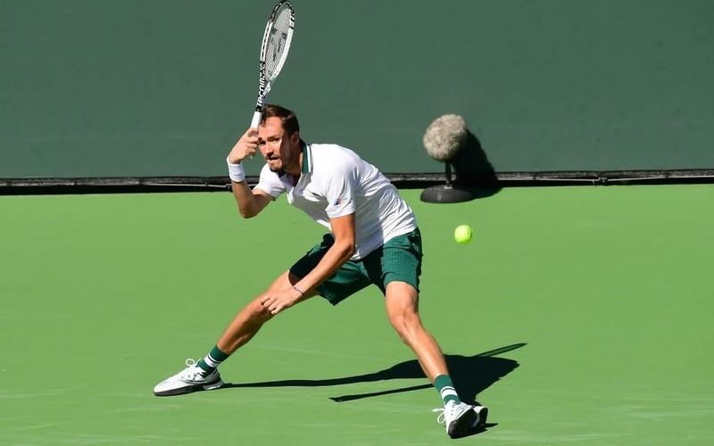 Medvedev thua ngược, Djokovic thở phào - ảnh 1