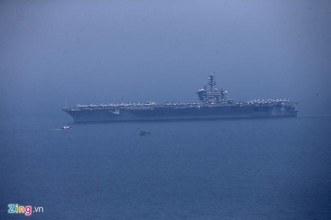 Chùm ảnh: Tàu sân bay USS Carl Vinson trên biển Đà Nẵng - ảnh 7