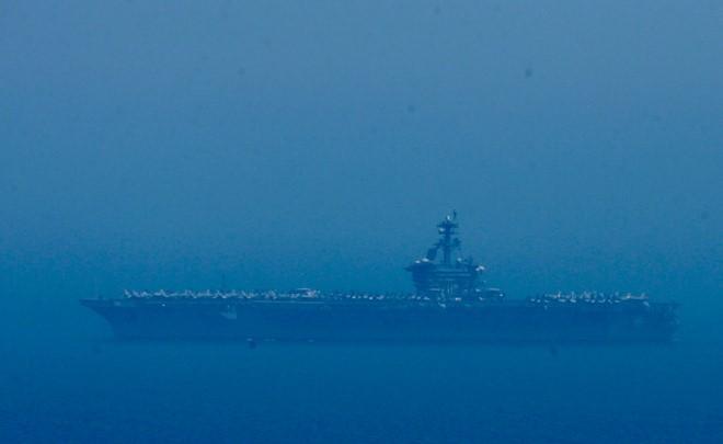 Chùm ảnh: Tàu sân bay USS Carl Vinson trên biển Đà Nẵng - ảnh 3