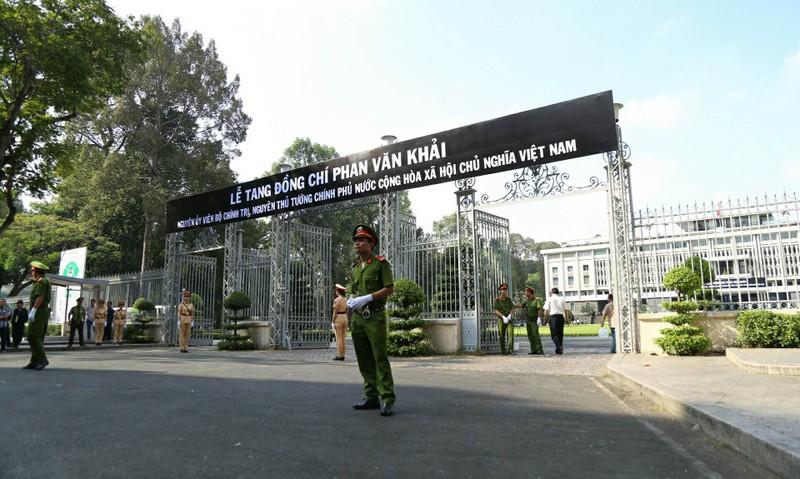 Nhiều đoàn đến viếng cố Thủ tướng Phan Văn Khải  - ảnh 14