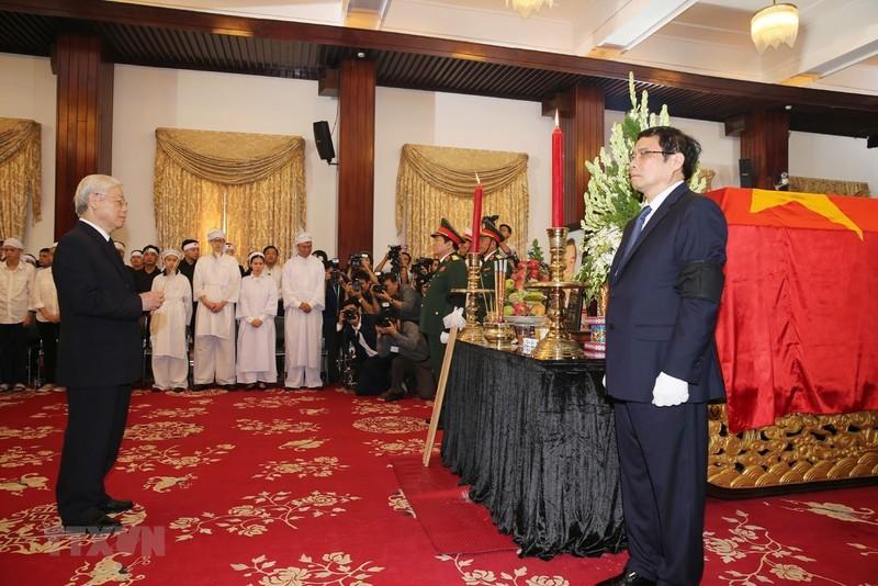 Nhiều đoàn đến viếng cố Thủ tướng Phan Văn Khải  - ảnh 2