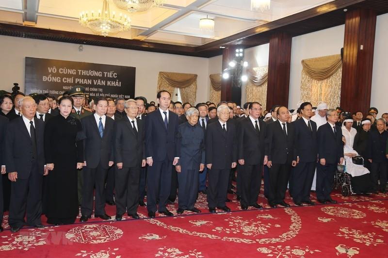 Nhiều đoàn đến viếng cố Thủ tướng Phan Văn Khải  - ảnh 4