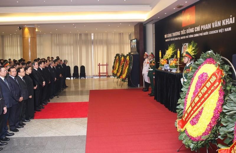Nhiều đoàn đến viếng cố Thủ tướng Phan Văn Khải  - ảnh 6