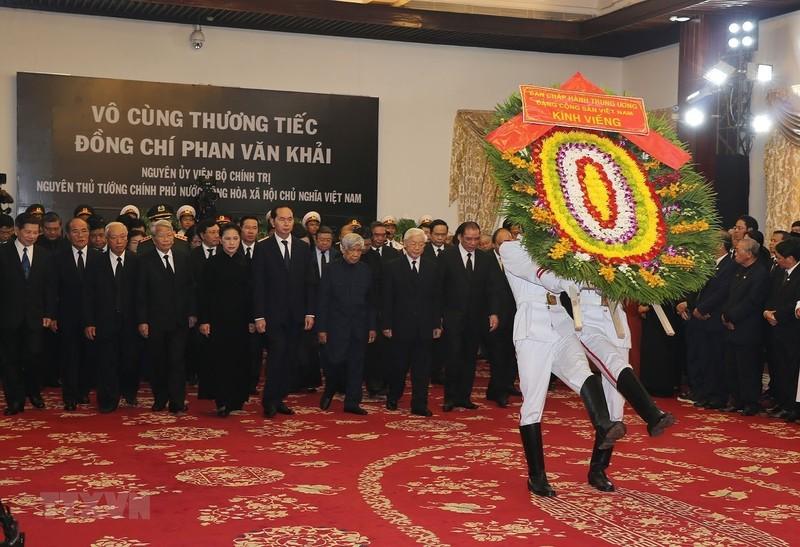 Nhiều đoàn đến viếng cố Thủ tướng Phan Văn Khải  - ảnh 1
