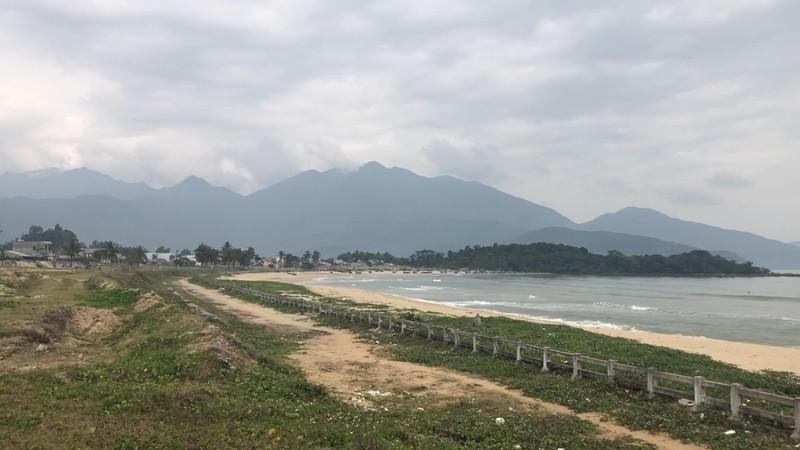 Chủ đầu tư tháo dỡ hàng rào xuống biển Nam Ô - ảnh 2