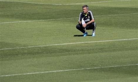 Mourinho với buổi tập đầu tiên chỉ có... 8 cầu thủ Real - ảnh 4