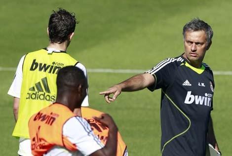 Mourinho với buổi tập đầu tiên chỉ có... 8 cầu thủ Real - ảnh 2