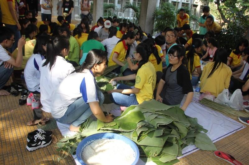 Học sinh sinh viên góp sức giúp người nghèo đón tết - ảnh 5
