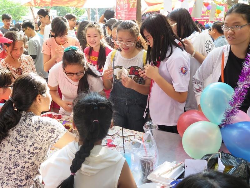 Học sinh sinh viên góp sức giúp người nghèo đón tết - ảnh 2