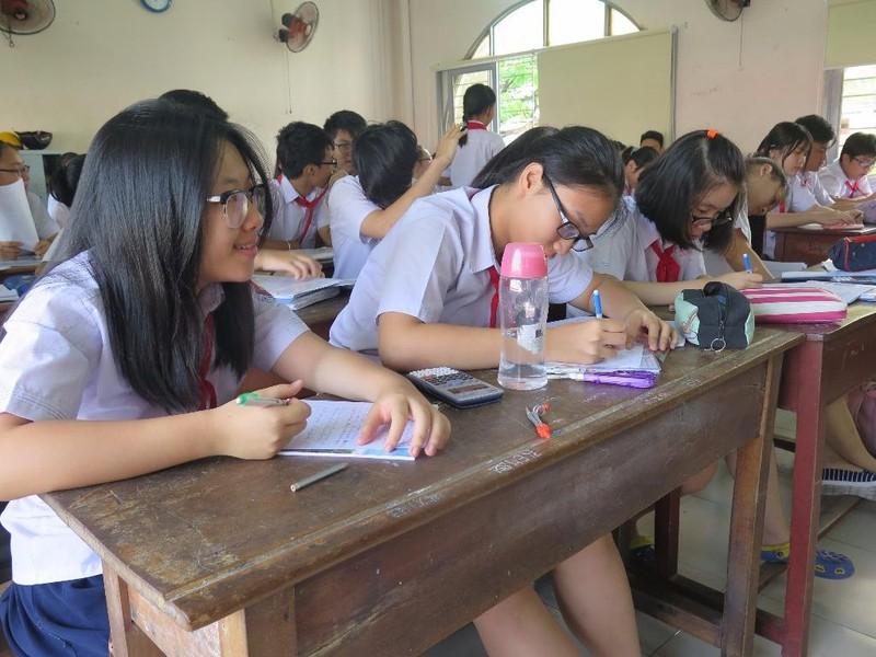 Học sinh trường THCS Trần Văn Ơn (quận 1) trong một tiết ôn tập tại trường