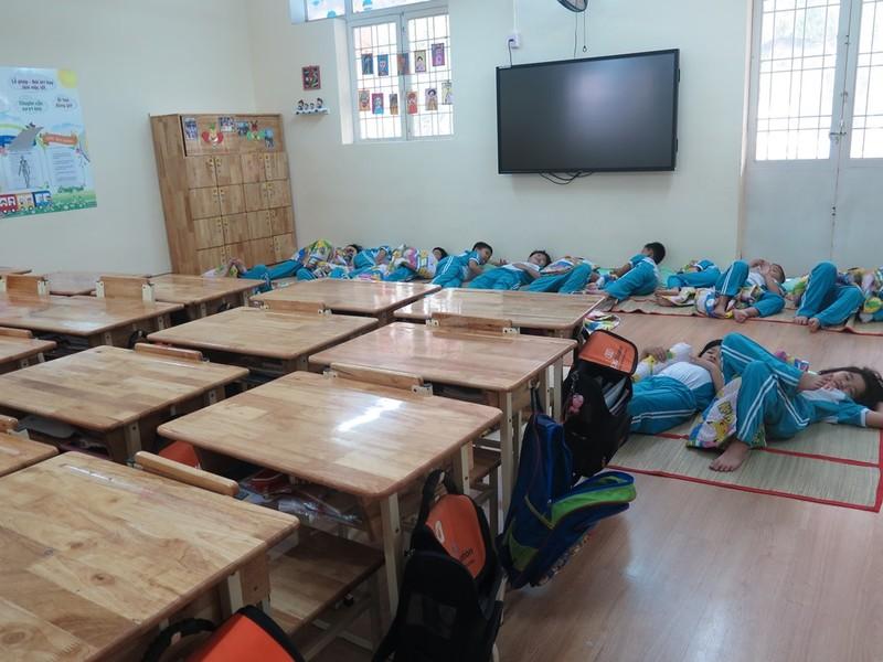Một lớp học theo mô hình tiên tiến của trường tiểu học Nguyễn Thái Học được trang bị hiện đại, lót sàn gỗ, bảng thông minh đa điểm chạm....