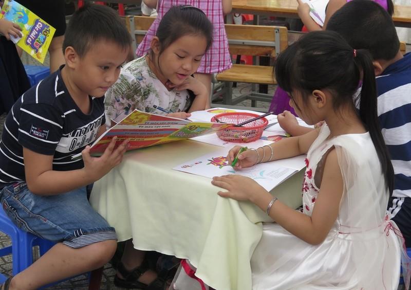 Cô trò dựng trại đọc sách, thực hành tiếng Anh - ảnh 7