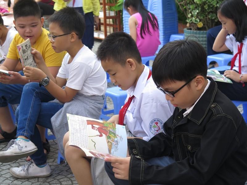 Cô trò dựng trại đọc sách, thực hành tiếng Anh - ảnh 5