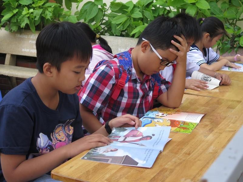 Cô trò dựng trại đọc sách, thực hành tiếng Anh - ảnh 6