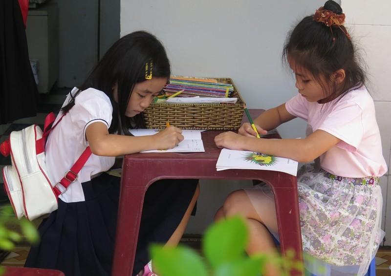 Cô trò dựng trại đọc sách, thực hành tiếng Anh - ảnh 10