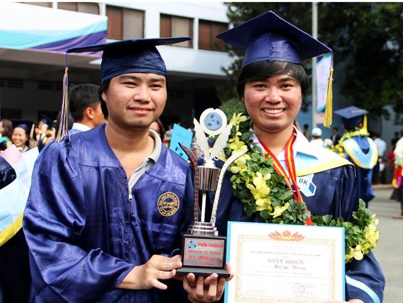 Hai anh em song sinh cùng tốt nghiệp xuất sắc ĐH Bách khoa - ảnh 1
